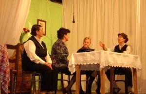 La Escuela de Adultos de Barbastro estrenó una obra de teatro escrita por Luciano Puyuelo.