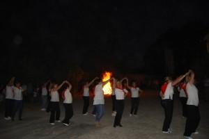 Baile en torno a la hoguera de San Ramón. JLP.