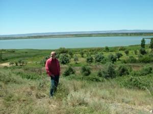 El actor ante la laguna de Sariñena.