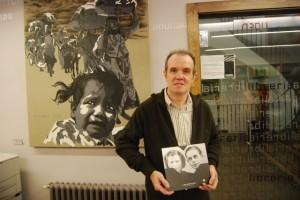 Juan Carlos Ferré, con el libro. JLP.