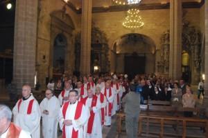 Una treintena de sacerdotes acompañaron al obispo. JLP.