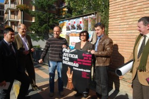 Los alcaldes con representantes de CHA y Luis Borruel del Colectivo Identitario. JLP.
