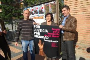 Los alcaldes con el cartel de la convocatoria. JLP.