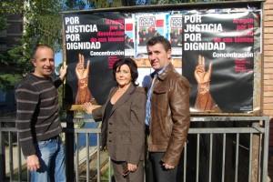 Puyuelo, Gracia y Salillas junto a los carteles pegados en Barbastro. JLP.