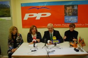 Suárez con concejales del PP en Monzón. JLP.