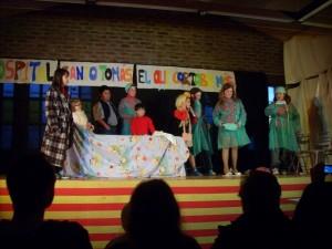 Los niños del colegio de Estada representaron una obra cómica por Navidad. Foto: Paco Velázquez.