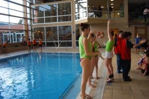 Las nadadoras realizan sus entrenamientos. JLP.