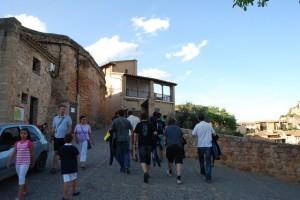 Turistas por Alquézar. JLP.