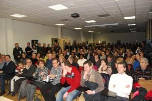 Cerca de trescientas personas en la presentación del libro. JLP.