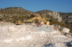 Trabajos de catas en la sierra de la Carrodilla.