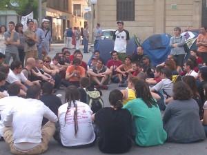 Acampados en la plaza Zaragoza de Huesca. JLP.