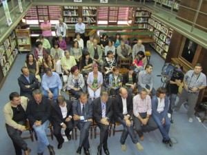 El acto se celebró en la Biblioteca Municipal. JLP.