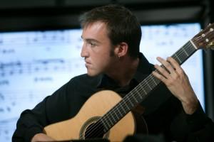 El guitarrista Barbastrense Iván Davias, tocando para Televisión Española. Foto TVE.