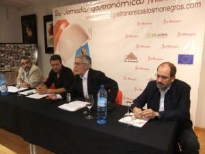 Presentación de las jornadas en Zaragoza a cargo de Ángel de Uña.
