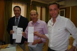 Solana, Paricio y Betorz con las papeletas que fueron válidas y luego declaradas nulas. JLP.