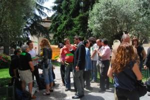 Los indignados en frente del Ayuntamiento. JLP.