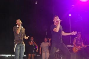 Actuación de Andy & Lucas en Barbastro. JLP.