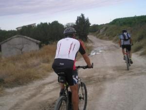 """""""A muy temprana hora salíamos de Barbastro, siempre por caminos polvorientos, en dirección al sur hasta Berbegal""""."""