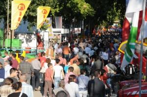 Visitantes en la Feria de San Miguel de Lérida.