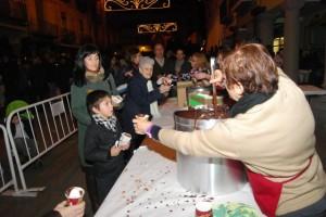 Se repartieron 600 tazas de chocolate. JLP.
