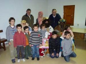 Los Reyes Magos con los niños de Radiquero.