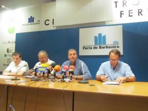 El alcalde junto a miembros de la IFB. JLP.