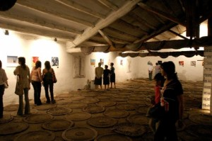 """Exposición """"Tesoros líquidos"""" en la edición de Salas Altas 2007 (foto: Xavier d'Arquer)."""