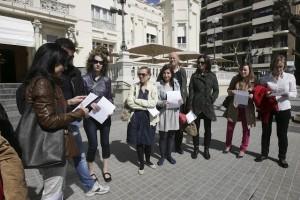 Concentración en la plaza Navarra de Huesca. APA.