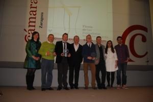 Los premiados con José Luis Trasobares en el centro. Estela Puyuelo.