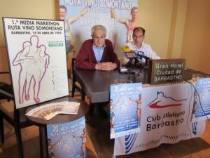 Lacoma y Torres con los carteles de la primera y la última edición. José Luis Pano.