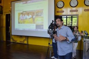 Mariano Beroz explica su proyecto en Internet. JLP.