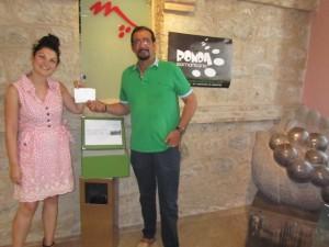 Estela Puyuelo y Mariano Beroz con la papeleta ganadora. JLP.