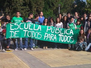 Concnetración de estudiantes en Monzón. Chusa Garcés.