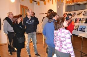 Vecinos de Olvena en la inauguración de la exposición.