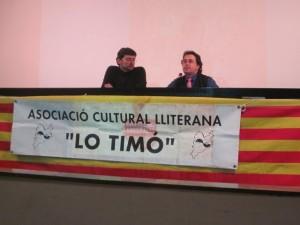 El autor con el responsable de la asociación Lo Timó.