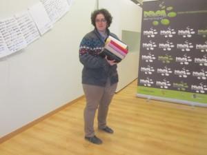 Elvira Ramos en el montaje de la exposición. JLP.