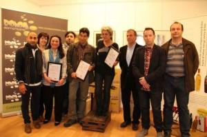Los ganadores con los organizadores del concurso y autoridades. Estela Puyuelo.