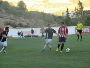 El Barbastro ofreció su mejor cara frente al Calatayud. www.futbolaragones.es