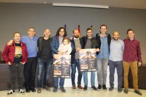 Fotografía de la presentación, con el concejal de Cultura (tercero por la izda), músicos y miembros de la ACR Trapos. Foto: Ayuntamiento de Binéfar.