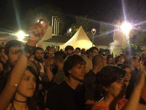 Público en una de las actuaciones en el escenario Ambar